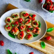cherry tomatoes on bruschettini toasts